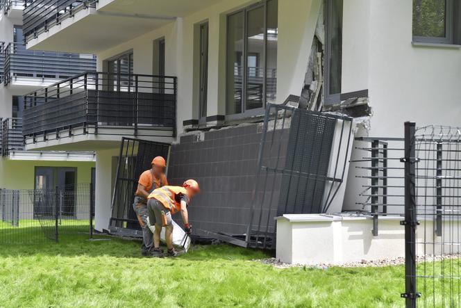 Balkon przygniótł pracownika