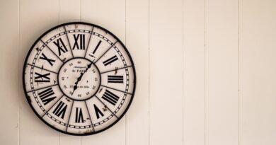 Zdjęcie przedstawiające zegar ścienny
