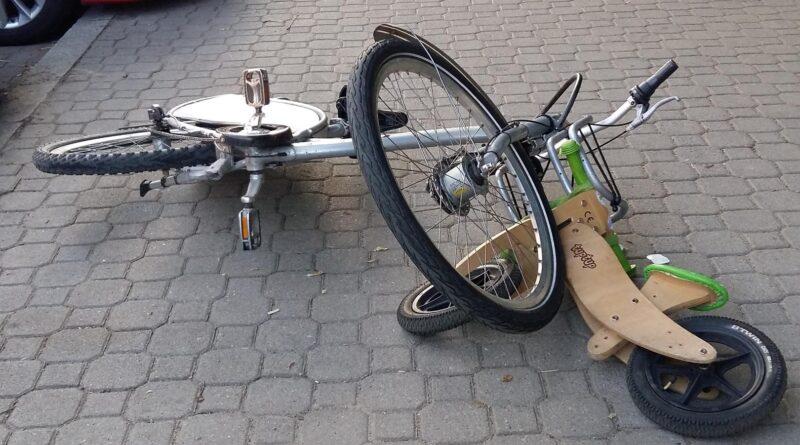 Stłuczka 2-latka i rowerzysty.